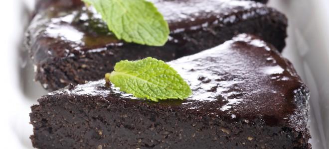 Bolo de alfarroba é deliciosa receita que substitui o chocolate com vantagens. Foto: Shutterstock