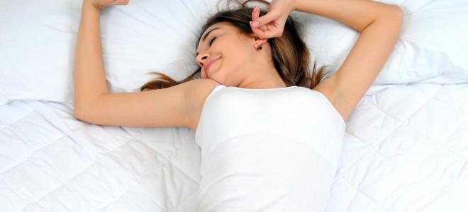 Dormir cerca de sete horas por noite é importante para ter um corpo regulado. Foto: Shutterstock