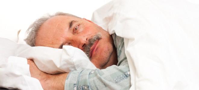 Pessoas que sofrem de insônia e dormem pouco correm maior risco de sofrer AVC. Foto: Shutterstock