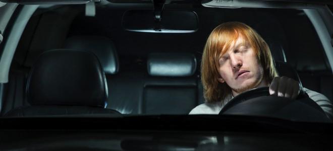 Quem sofre de narcolepsia pode ter restrições para dirigir, em razão dos riscos. Foto: Shutterstock