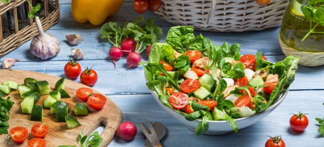 Dieta low carb se concentra em proteínas e em alguns vegetais sem amido. Foto: Shutterstock