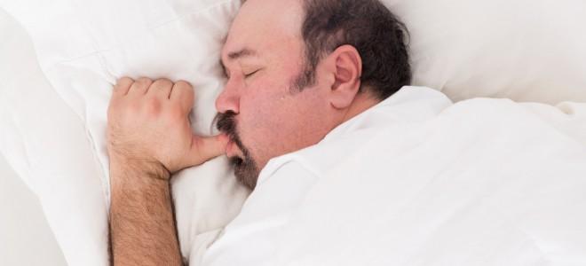 Sono em qualidade e em quantidade insuficientes pode afetar gene da obesidade. Foto: Shutterstock
