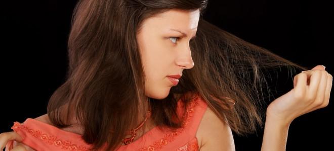 Adote bons hábitos e cuide bem do seu cabelo para conceder mais força aos fios. Foto: Shutterstock