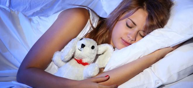 Um quarto perfeito para uma noite de sono tem pouca luz e predomina o silêncio. Foto: Shutterstock