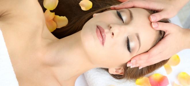 Peeling suave ou superficial é totalmente indolor e pode tratar acnes e manchas. Foto: Shutterstock