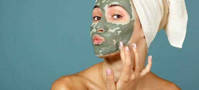 Máscara de argila verde reduz e controla a oleosidade da pele e combate a acne. Foto: Shutterstock