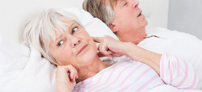 Apneia pode indicar obstrução na garganta ou nas vias respiratórias superiores. Foto: Shutterstock