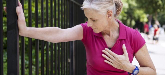 Nas mulheres, sintomas do infarto nem sempre incluem a conhecida dor no peito. Foto: Shutterstock
