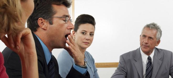 O bocejo geralmente ocorre quando estamos cansados ou com muito sono. Foto: Shutterstock