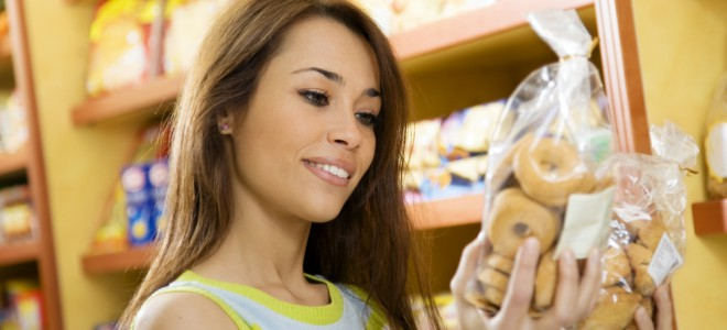 Consumir alimentos como biscoitos é proibido durante a dieta do carboidrato. Foto: Shutterstock
