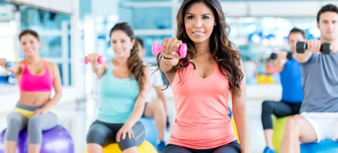 Seja em casa ou na academia, a prática de exercícios aeróbicos é muito benéfica. Foto: Shutterstock