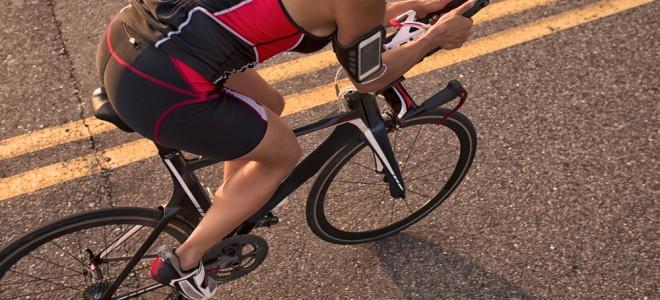 Ciclismo aumenta consumo de calorias e a taxa metabólica, ajudando a emagrecer. Foto: Shutterstock