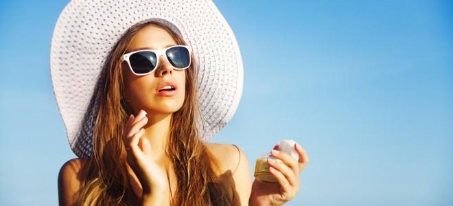 Protetor solar para os cabelos é opção para blindar os fios contra os raios UV. Foto: Shutterstock