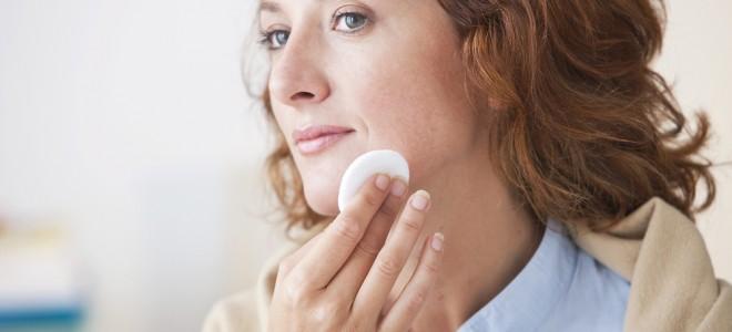Cuidar da pele aos 40 anos é adotar medidas para evitar envelhecimento precoce. Foto: Shutterstock