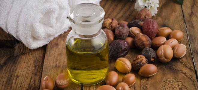 Extraído de árvore típica do deserto de Marrocos, óleo rejuvenesce os cabelos. Foto: Shutterstock