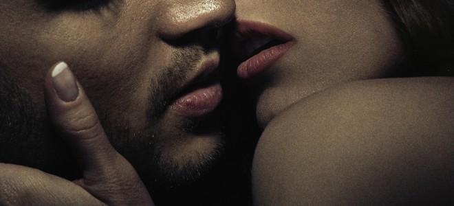 Cercado de erotismo, beijo na boca toca uma das áreas mais sensíveis do corpo. Foto: Shutterstock