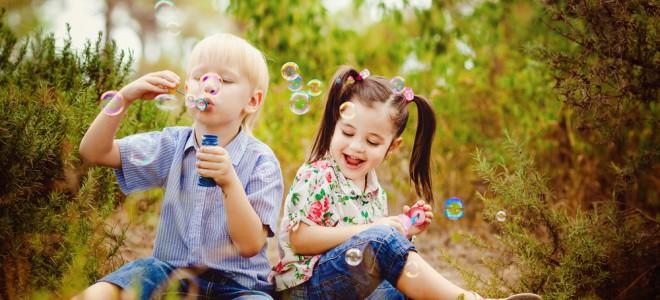 Pais devem estimular atividades dos filhos, despertando ideias e participando. Foto: Shutterstock