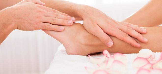 Pressão em pontos dos pés ativa o cérebro a corrigir alguns tipos de disfunção. Foto: Shutterstock