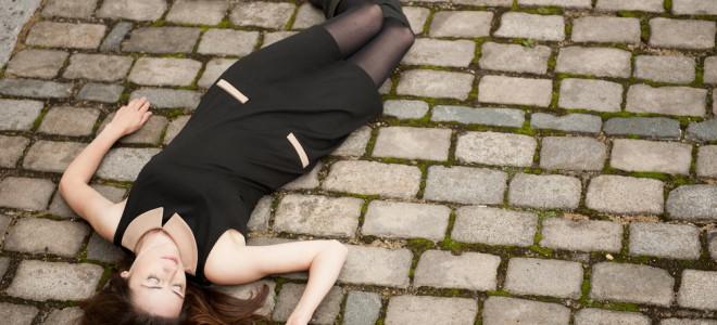 Ao deparar-se com vítima desmaiada, verifique se não há parada cardíaca. Foto: Shutterstock