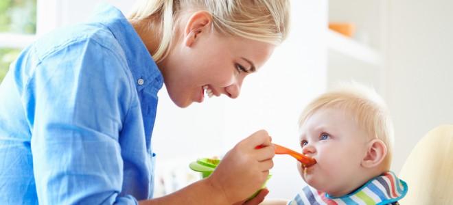 A partir dos sete meses, criança pode começar a experimentar a papinha salgada. Foto: Shutterstock