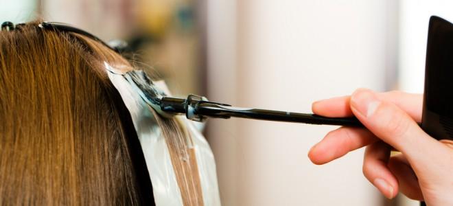 Cabelo tratado com algum tipo de química exige manutenção constante da mulher. Foto: Shutterstock