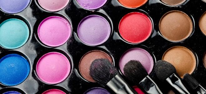 Maquiagem à prova d'água permite à mulher ficar linda sob qualquer condição. Foto: Shutterstock
