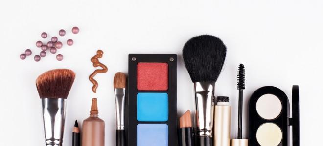 Maquiagem fora de validade pode trazer riscos à saúde e provocar alergias. Foto: Shutterstock