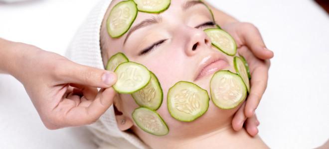 Pepino pode ser usado na pele em fatias ou ser a base de uma máscara facial. Foto: Shutterstock