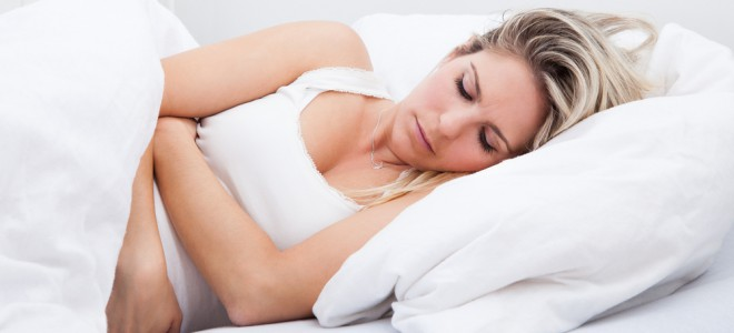 Seja para TPM ou cólica menstrual, remédios caseiros oferecem alívio importante. Foto: Shutterstock