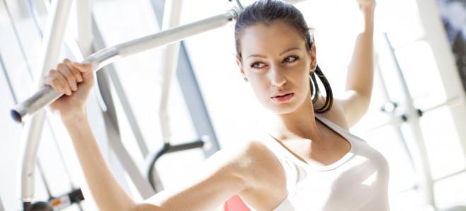 Para queimar calorias, treino é baseado em exercícios aeróbicos e de força. Foto: Shutterstock