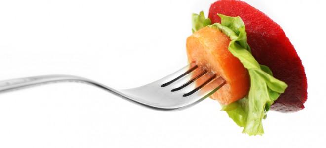 Preparar receitas fáceis e rápidas, quando saudáveis, podem auxiliar na dieta. Foto: Shutterstock