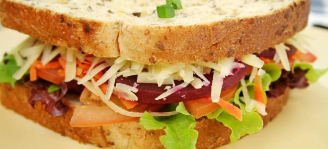 Sanduíche natural é fácil de fazer, altamente nutritivo e muito saboroso. Foto: Shutterstock