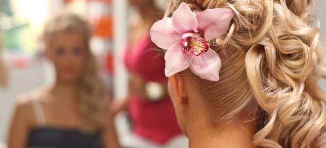 Penteados podem ser usados em cerimônias mais formais ou até mesmo diuturnas. Foto: Shutterstock