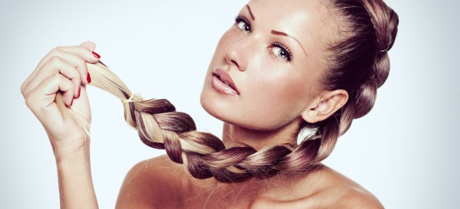 Os penteados com tranças valem para todas as ocasiões e são práticos de fazer. Foto: Shutterstock