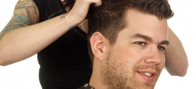 Cuidar do penteado é importante, pois ele é sempre o cartão de visitas do homem. Foto: Shutterstock