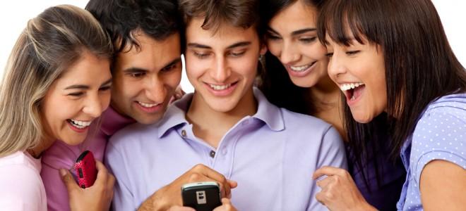 Redes sociais podem diminuir convivência, limitando-a às relações virtuais. Foto: Shutterstock