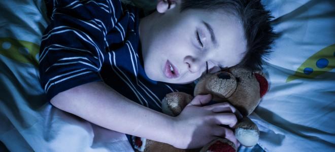 O objeto de transição cumpre função no desenvolvimento saudável da criança. Foto: Shutterstock