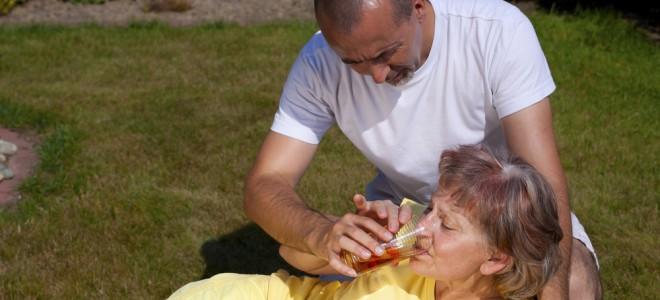 AVC isquêmico tem sinais como a perda repentina da força muscular e tontura. Foto: Shutterstock