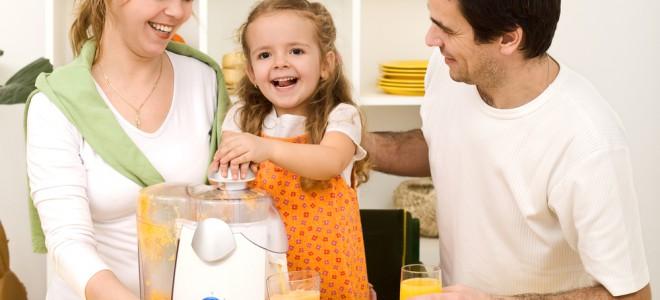 Pais podem programar atividades divertidas para promover a educação alimentar. Foto: Shutterstock