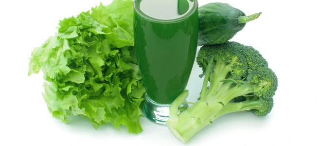 Suco verde é diurético e desintoxicante, o que ajuda na luta contra a balança. Foto: Shutterstock