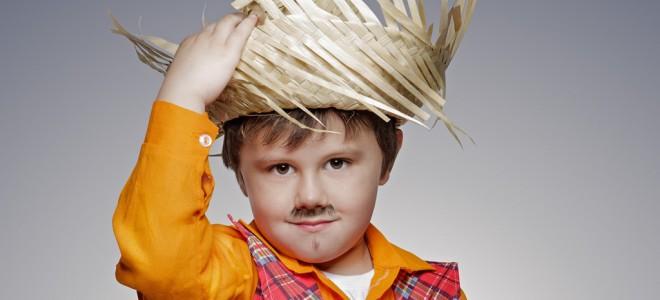 Vista-se à caráter e comece a brincadeira de São João: seus filhos irão adorar. Foto: Shutterstock