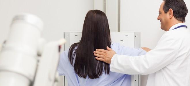 Mamografia deve se tornar rotina anual para que a sua eficácia seja comprovada. Foto: Shutterstock