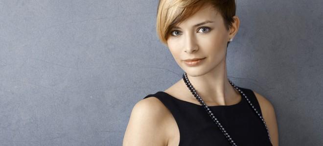 Em cabelos curtos e em cortes com franja deve se evitar as linhas retas. Foto: Shutterstock