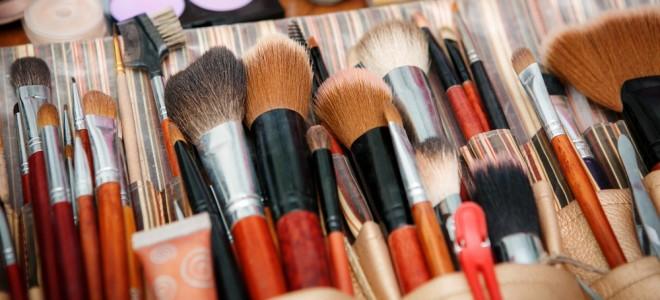 como-limpar-pincéis-de-maquiagem