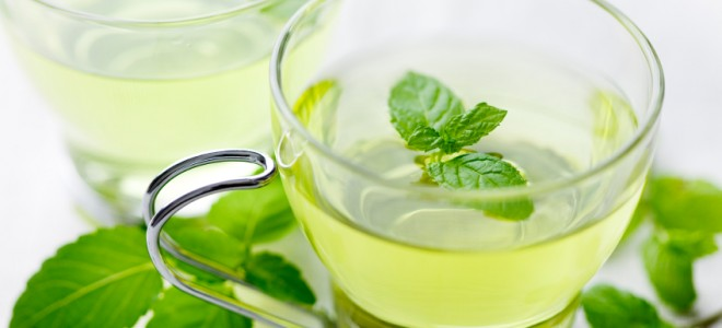 Chá de hortelã diminui a ocorrência de arrotos