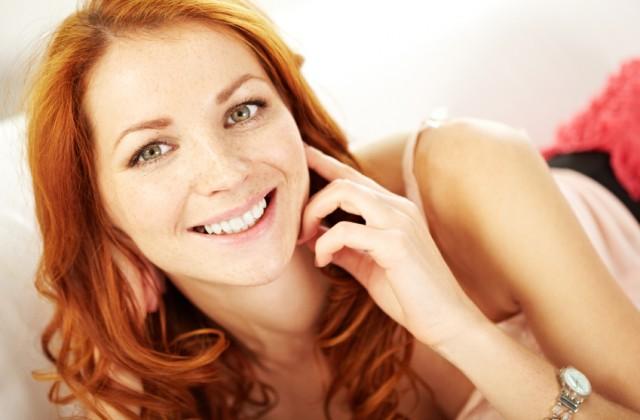 São muitas as possibilidades de harmonizar o look e as madeixas avermelhadas. Foto: iStock, Getty Images
