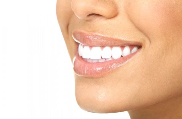 Faca Clareamento Dental Caseiro