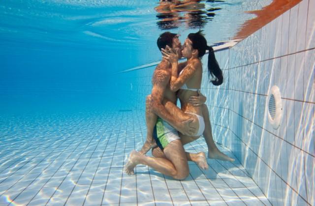A sensação que a água provoca nos corpos excita ainda mais. Foto: iStock, Getty Images