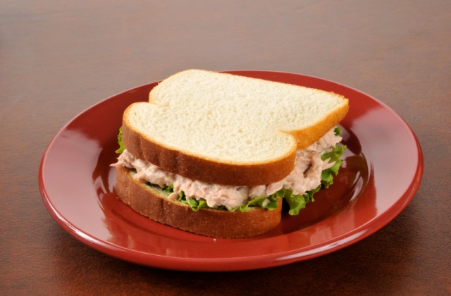 Sanduíche natural com recheio de atum é opção para variar os lanches leves. Foto: iStock, Getty Images