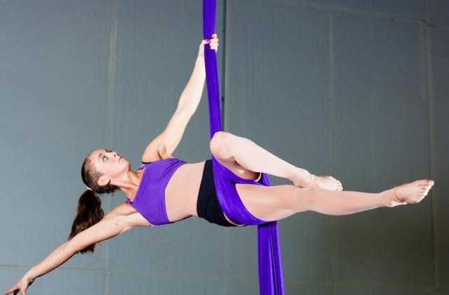 aula de tecido acrobatico